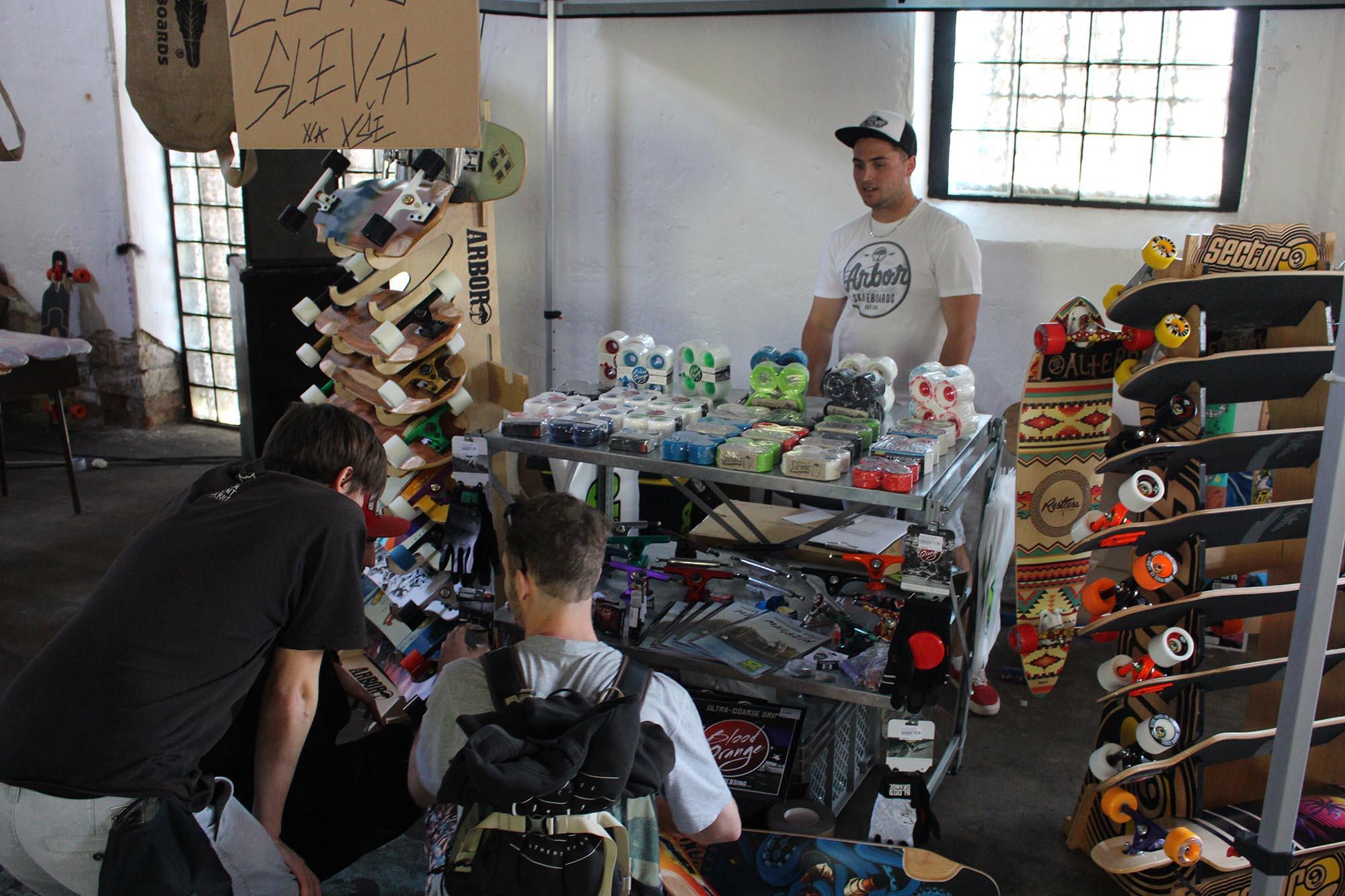 bf25aff9045 Fotogalerie k článku Longboard Salon 2016. Fotogalerie k článku Longboard  Salon 2016